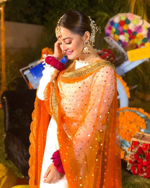 Aiman Khan Dholki dress
