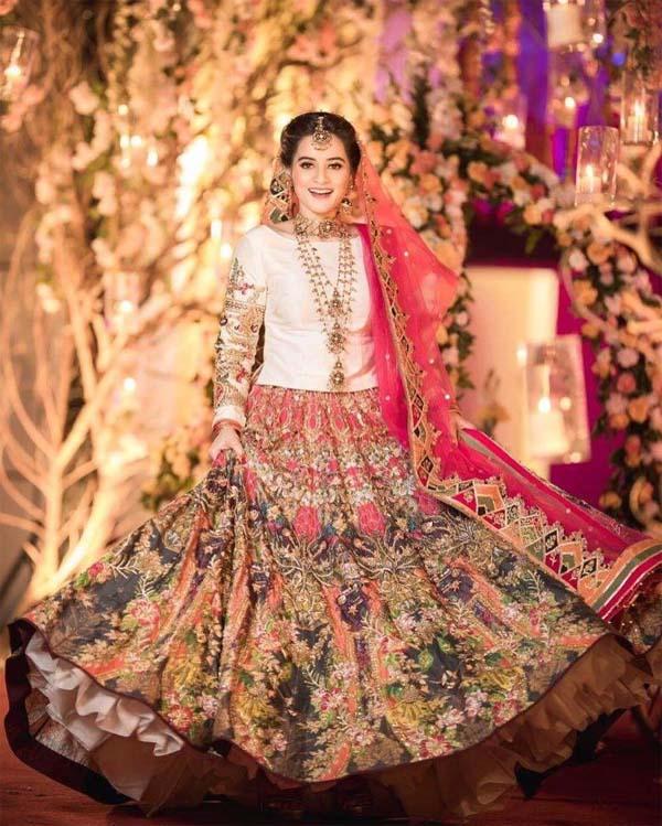 Aiman Khan mehndi dress