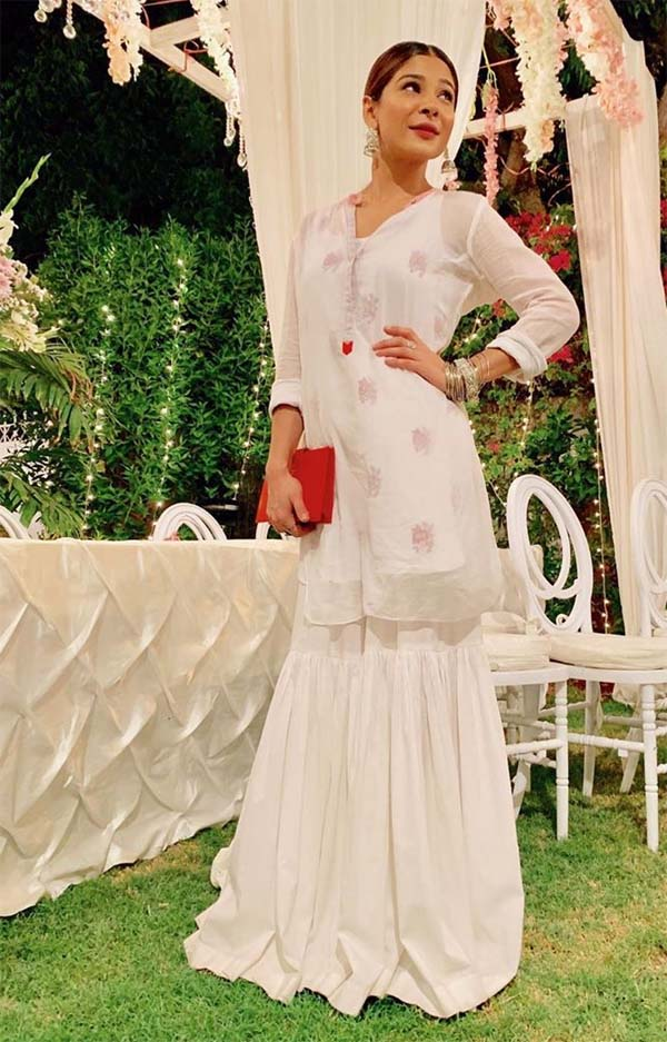 Ayesha Omar white kurti and ghagra