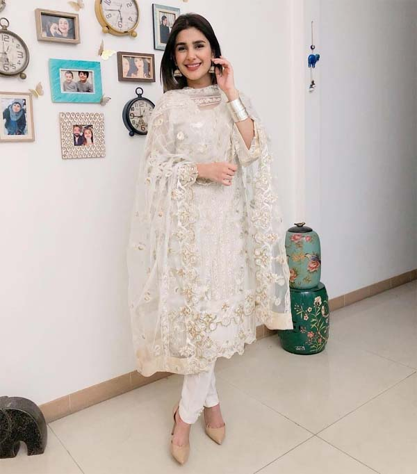 Kubra Khan white kurti and shalwar