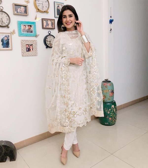Kubra Khan white kurti and shalwar