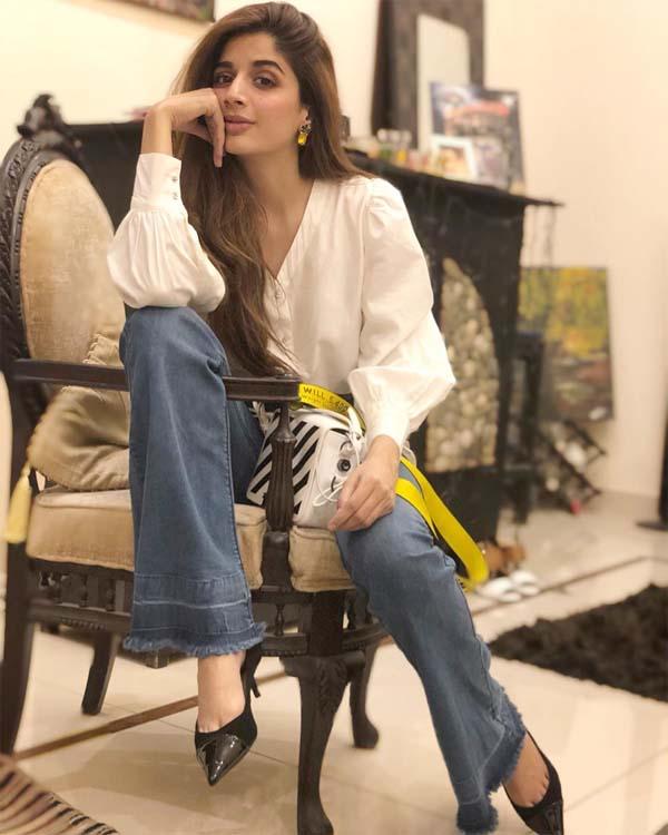 Mawra Hocane white kurti with denim jeans