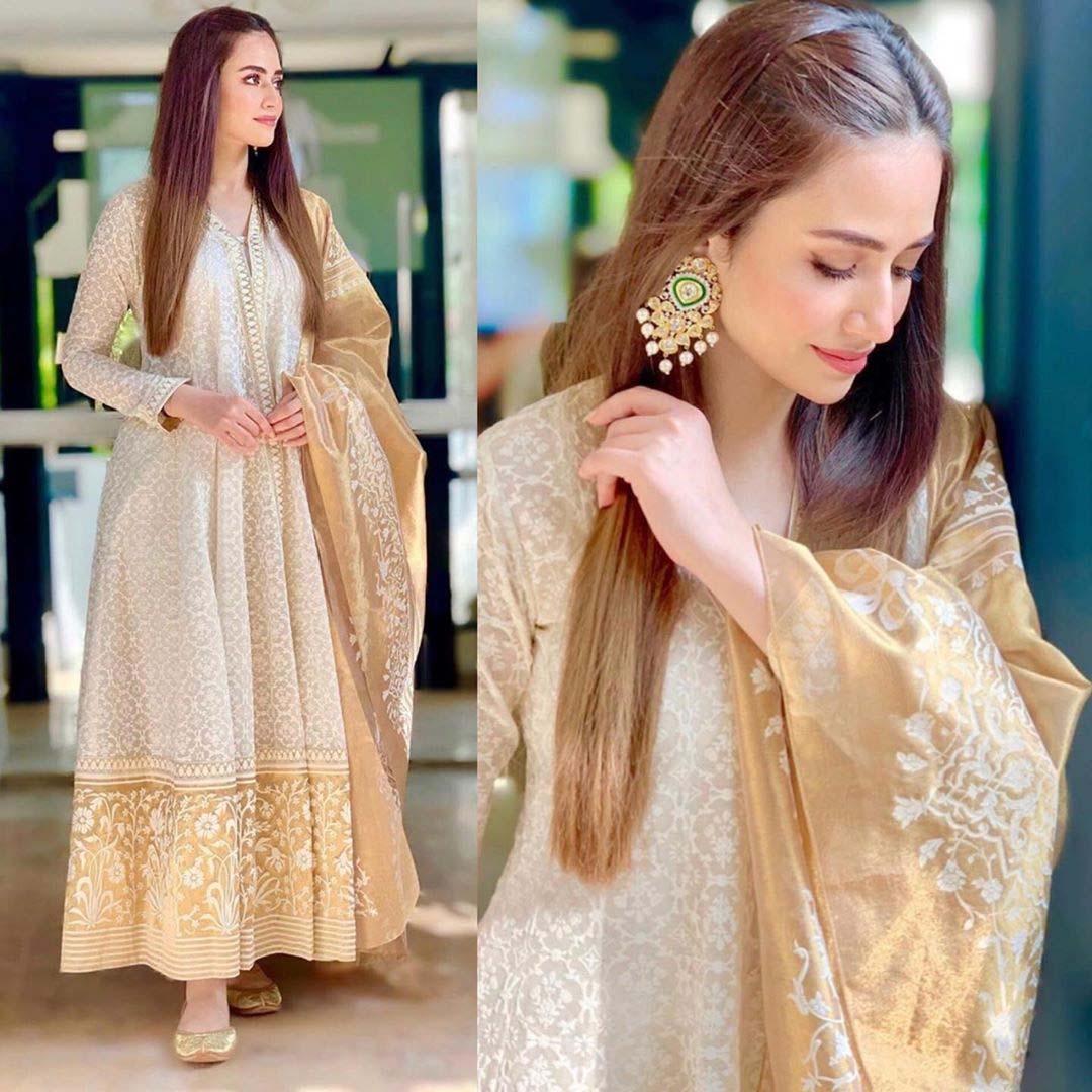 Sana Javed wearing Nida Azwer during Ruswai promotions